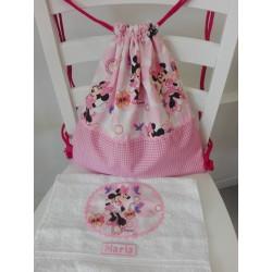 Mochila rosa  MINNIE + toalla regalo